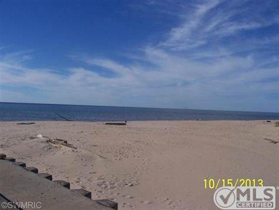 18940 Piney Point Dr, Spring Lake, MI 49456