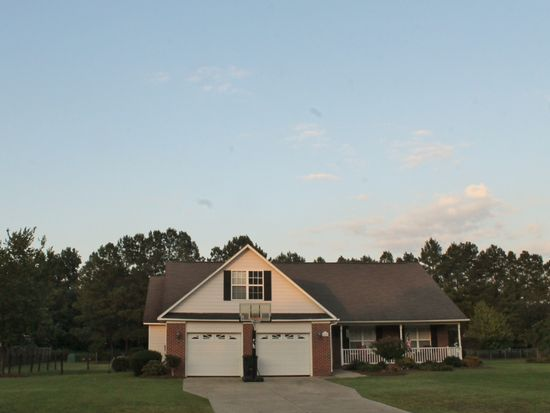 6821 Country Place Dr, Hope Mills, NC 28348