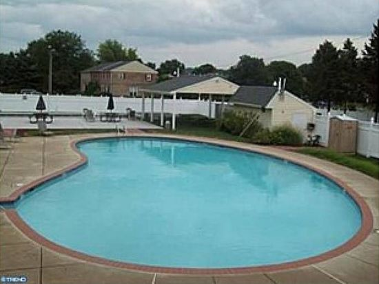 2902 State Hill Rd APT E8, Wyomissing, PA 19610