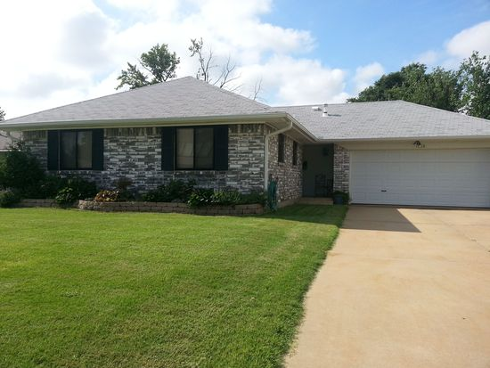 1036 SW 2nd St, Moore, OK 73160