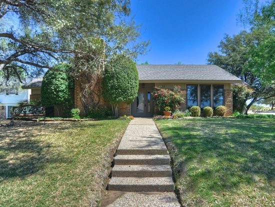 4821 Woodcreek Ct, Fort Worth, TX 76180