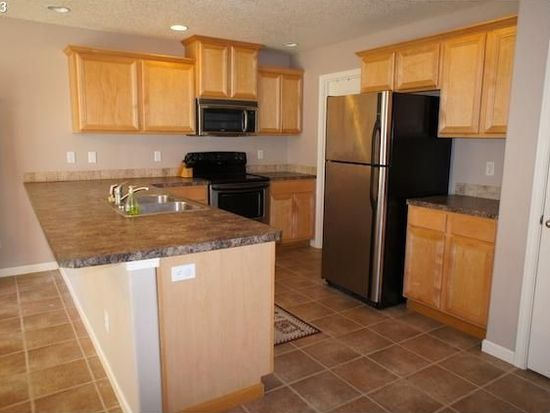 2444 Dorsey Dr, Hubbard, OR 97032