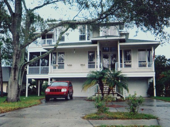 606 Indiana Ave, Crystal Beach, FL 34681