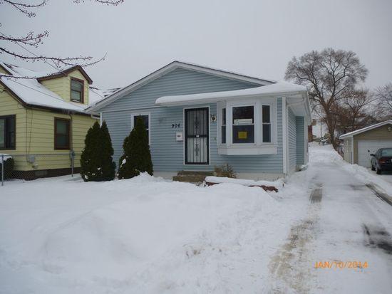 906 Bowditch Ave, Aurora, IL 60506