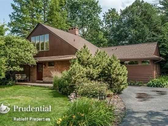 613 Forest Rd, Glenview, IL 60025