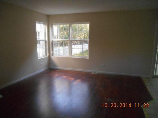 419 Elmwood Ave, Crystal Lake, IL 60014