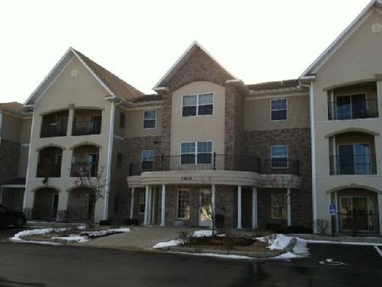 15631 Linnet St NW APT 302, Andover, MN 55304