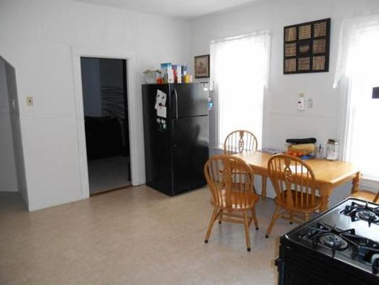 54 Shelby St APT 2R, Worcester, MA 01605