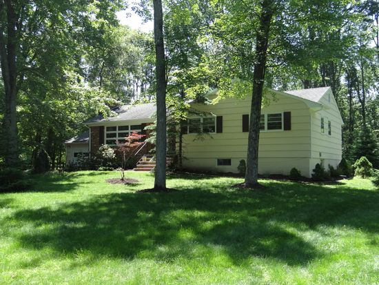 10 Stoney Brook Dr, Warren, NJ 07059
