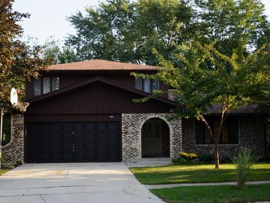 3063 Stonebrook Rd, Lisle, IL 60532