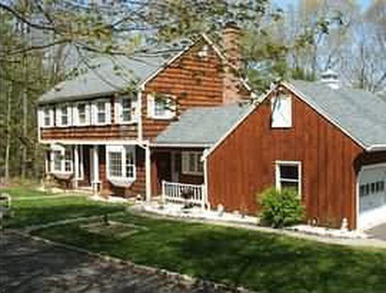 18 Taunton Lake Rd, Newtown, CT 06470