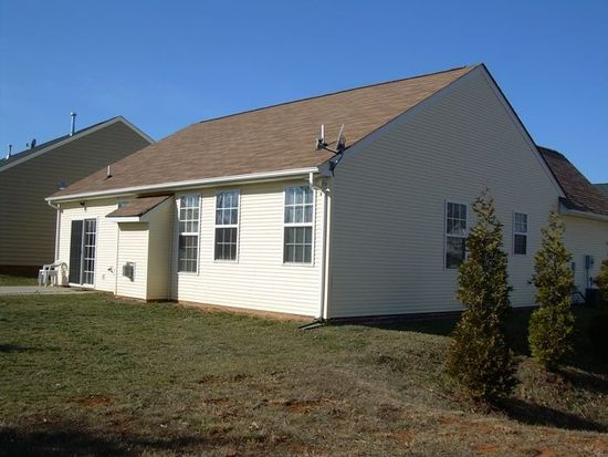 318 Legacy Oaks Cir, Lynchburg, VA 24501
