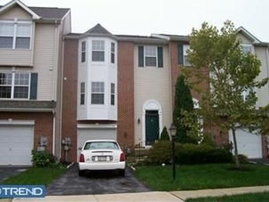 10 Hunt Club Dr, Collegeville, PA 19426