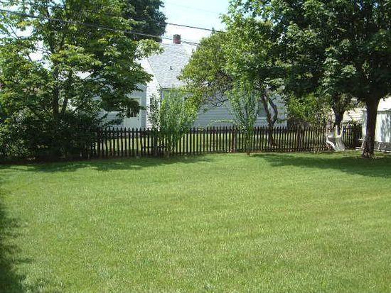 14 Quaker Ln, Levittown, NY 11756