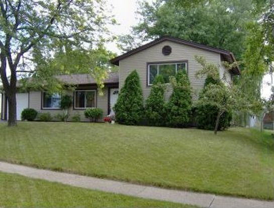5433 Sinatra Ln, Hanover Park, IL 60133