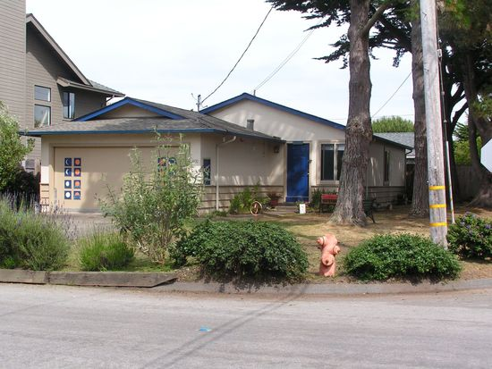 400 California Ave, Moss Beach, CA 94038