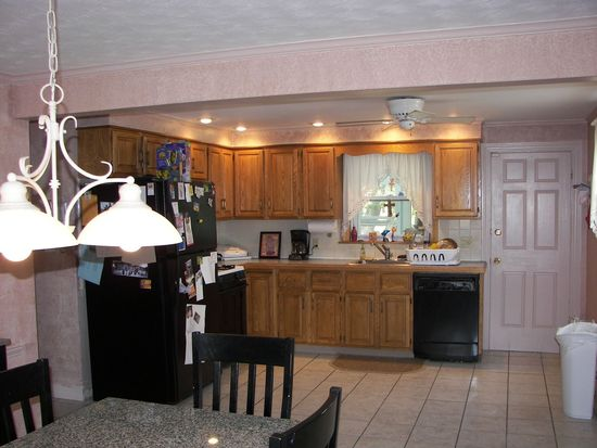 28 Dudley St, Saugus, MA 01906
