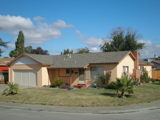 4 Woodworth Way, Petaluma, CA 94952