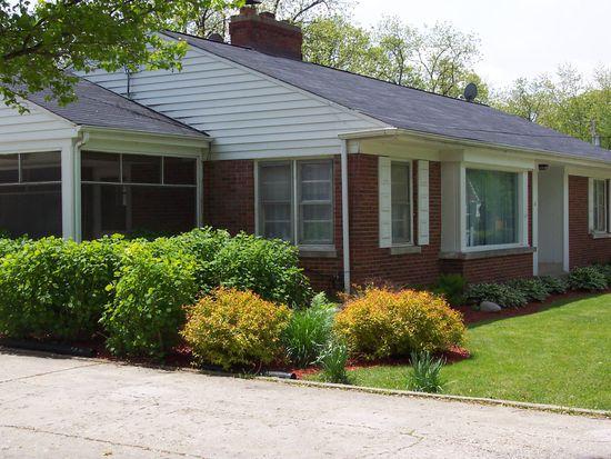 81 Harvey Ave, Grayslake, IL 60030