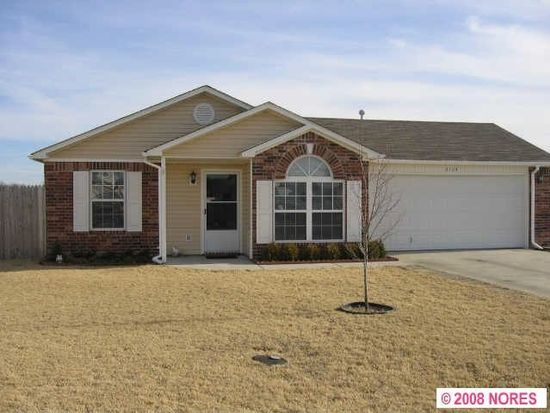 2104 Greenbrier Ct, Claremore, OK 74017