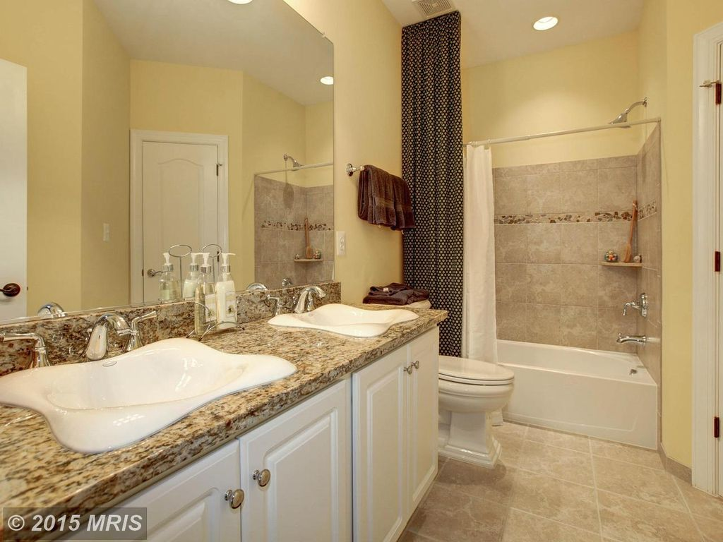 Traditional Full Bathroom With High Ceiling Amp Limestone Tile Floors In Woodbridge Va Zillow Digs