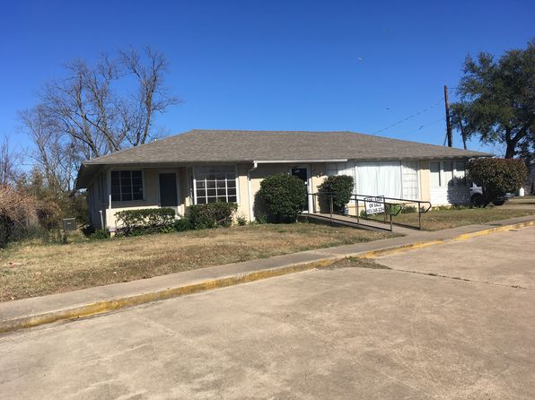 5 bed 2 bath Single Family at 923 Main St Sulphur Springs, TX, 75482 is for sale at 170k - 1 of 11