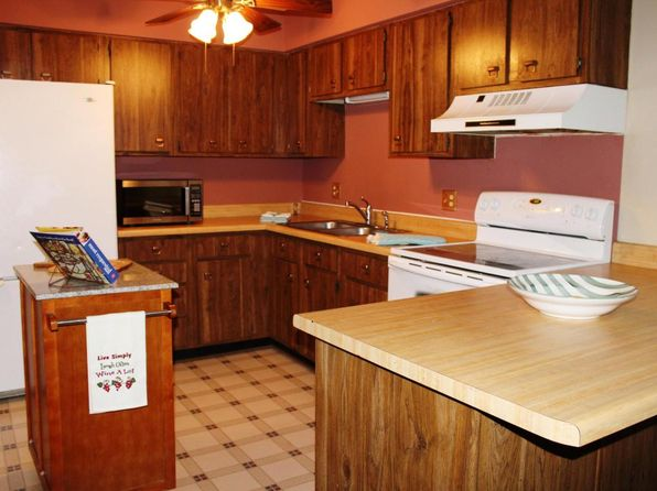 2 bed 1 bath Condo at 1123 Marcia Ave West Bend, WI, 53090 is for sale at 70k - 1 of 8