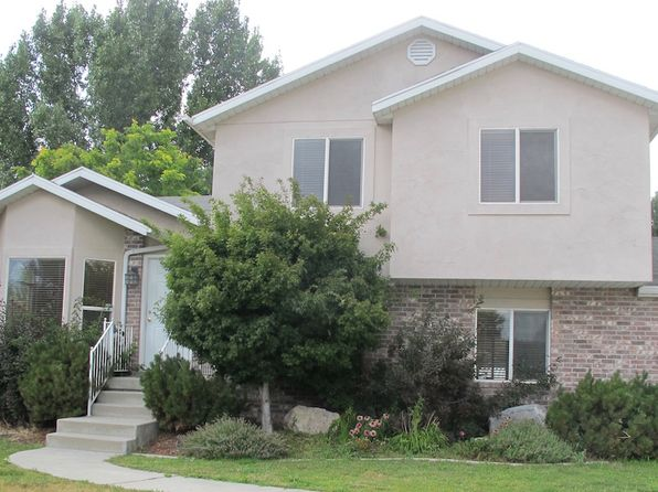 3 bed 3 bath Single Family at 8326 S Plum Blossom Cir West Jordan, UT, 84088 is for sale at 320k - 1 of 10