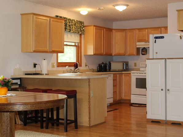2 bed 1 bath Townhouse at 637 Broadway St Hammond, WI, 54015 is for sale at 123k - 1 of 23