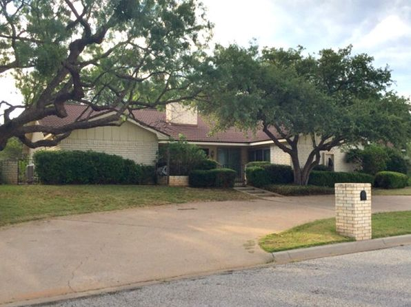 2 bed 3 bath Single Family at 1 LAKEWOOD ST SWEETWATER, TX, 79556 is for sale at 249k - 1 of 26