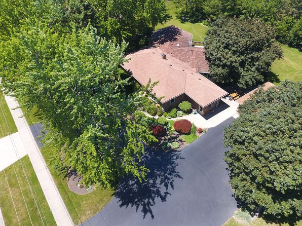 3 bed 3 bath Single Family at 803 Old Checker Rd Buffalo Grove, IL, 60089 is for sale at 510k - 1 of 34