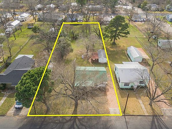 2 bed 1 bath Single Family at 315 W Burbank St Fredericksburg, TX, 78624 is for sale at 180k - 1 of 85