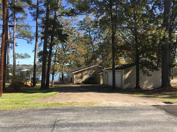 4 bed 2 bath Single Family at 20 LAKESHORE DR HUNTSVILLE, TX, 77340 is for sale at 280k - 1 of 34