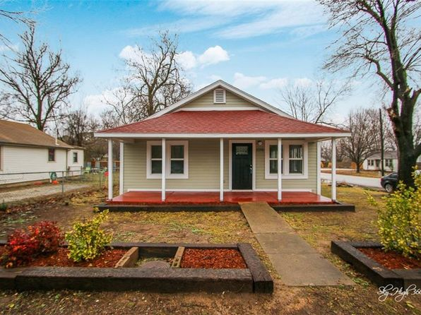 3 bed 2 bath Single Family at 1016 S WOOD AVE FAYETTEVILLE, AR, 72701 is for sale at 198k - 1 of 24