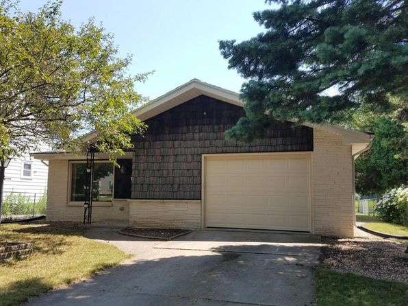 2 bed 2 bath Single Family at 141 East Ave West Bend, WI, 53095 is for sale at 155k - 1 of 15
