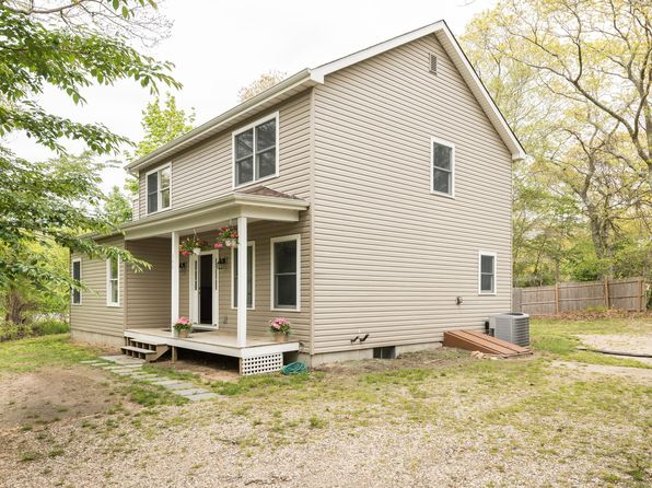 4 bed 3 bath Single Family at 346 THREE MILE HARBOR RD EAST HAMPTON, NY, 11937 is for sale at 635k - 1 of 15