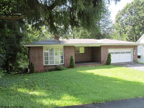 3 bed 2 bath Single Family at 1415 Peacock Ln Fairmont, WV, 26554 is for sale at 170k - 1 of 36