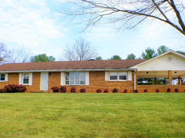 3 bed 2 bath Single Family at 1704 Oakwood St Bedford, VA, 24523 is for sale at 225k - 1 of 51