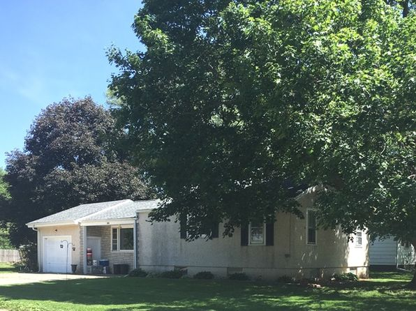 3 bed 1 bath Single Family at 300 Nelson Ave Spring Valley, IL, 61362 is for sale at 70k - 1 of 12