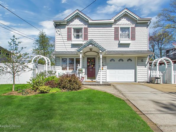 3 bed 3 bath Single Family at 40 Beverly Pl Massapequa, NY, 11758 is for sale at 579k - 1 of 23