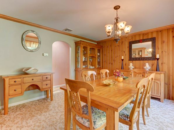 3 bed 3 bath Single Family at 22 Shinnecock Ave Massapequa, NY, 11758 is for sale at 569k - 1 of 21