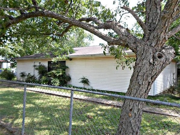 2 bed 2 bath Single Family at 124 IRENE ST ELGIN, TX, 78621 is for sale at 60k - 1 of 15