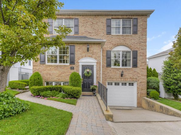 4 bed 4 bath Single Family at 35 Putters Ct Staten Island, NY, 10301 is for sale at 949k - 1 of 25