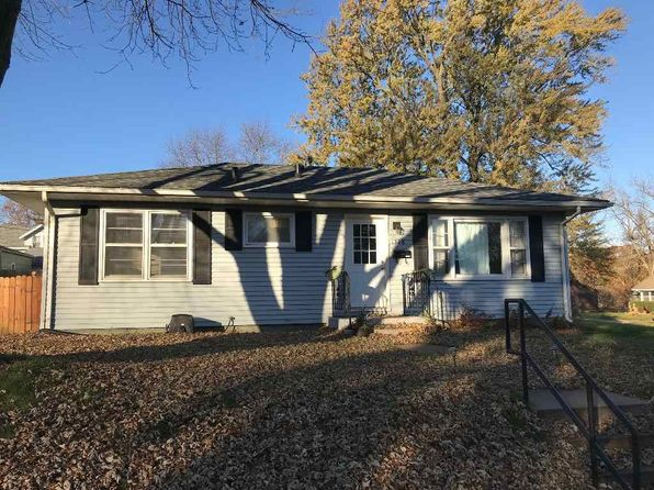 3 bed 1 bath Single Family at 1328 30th St Bettendorf, IA, 52722 is for sale at 123k - 1 of 12
