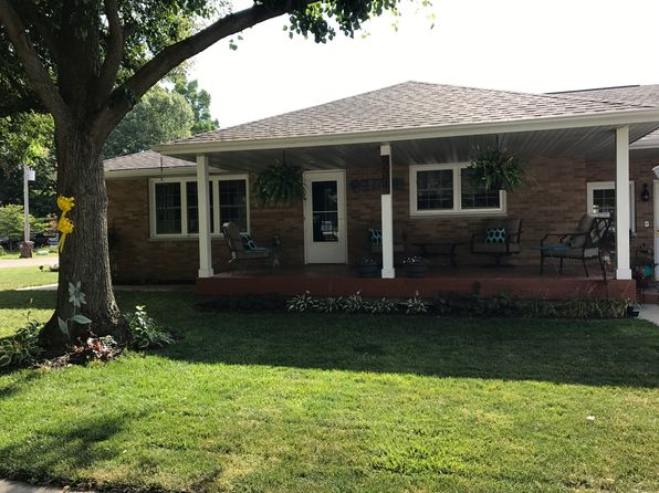 4 bed 3 bath Single Family at 204 N Oak St New Berlin, IL, 62670 is for sale at 180k - 1 of 20
