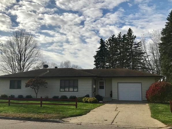 3 bed 2 bath Single Family at 1405 N Oak St Lake City, MN, 55041 is for sale at 176k - 1 of 11