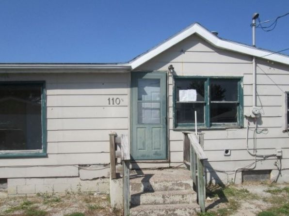 2 bed 1 bath Single Family at 110-1/2 1st Ave W Andalusia, IL, 61232 is for sale at 28k - 1 of 12