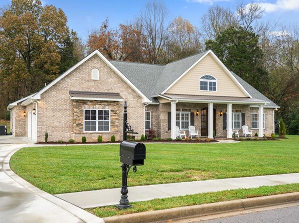 4 bed 4 bath Single Family at 277 Gray Hawk Trl Clarksville, TN, 37043 is for sale at 435k - 1 of 30