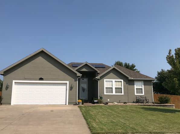 4 bed 3 bath Single Family at 812 SE 44th St Topeka, KS, 66609 is for sale at 199k - 1 of 12
