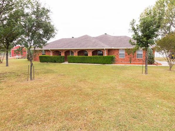 3 bed 2.5 bath Single Family at 8463 Crestview Rd Sanger, TX, 76266 is for sale at 300k - 1 of 27